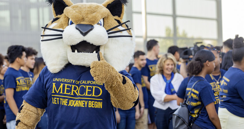 Rufus Bobcat welcomes students.
